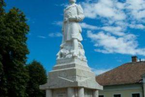 Saját erőből és pályázati forrásból újult meg Hevesen a Finta Károly által készített I. világháborús emlékmű.