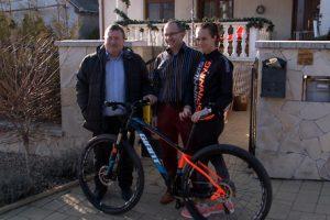 Átadták a városbáli kerékpárt